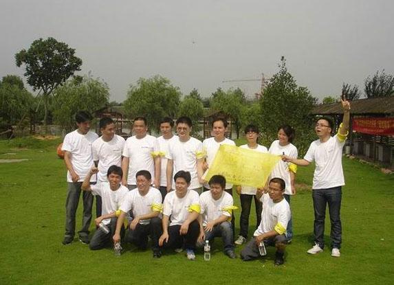 图2:杭州诺贝尔公司在秀山美地农庄举办团队拓展训练