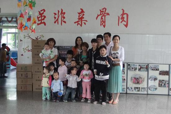 """图1:""""六一""""儿童节公司派代表看望余杭区社会福利中心儿童"""